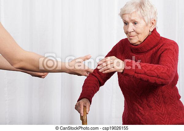 Ältere Frau, die laufen will. - csp19026155