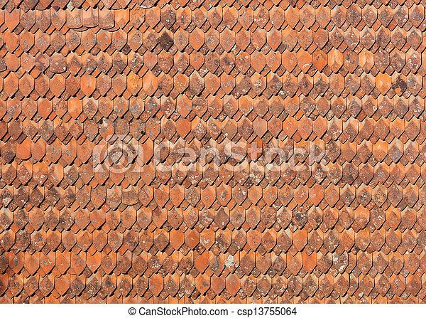 Altmodische Keramiksteine auf dem Dach - csp13755064
