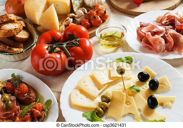 Antipasto, traditionelles italienisches Appetithäppchen - csp3621431