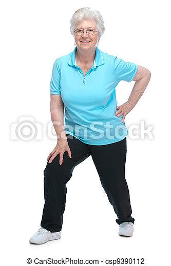 Attraktive ältere Frau im Fitnessclub - csp9390112