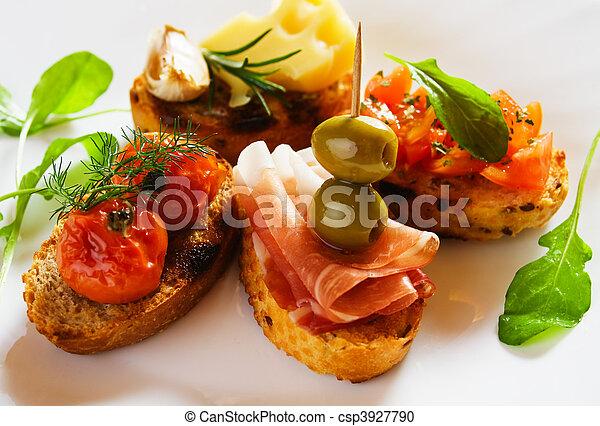 Bruschette, italienisches Brot - csp3927790
