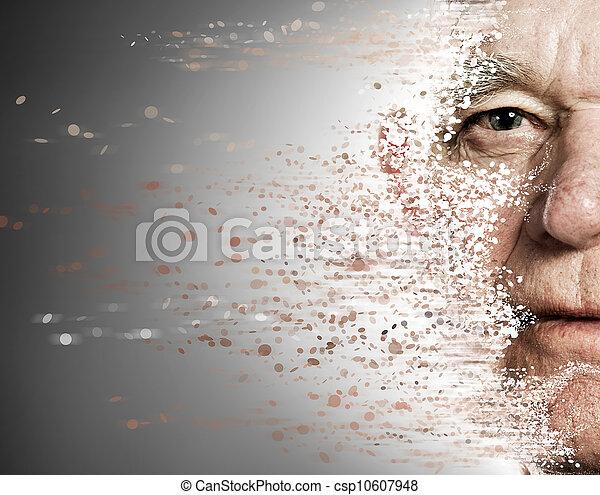 Das Gesicht eines älteren Mannes fällt auseinander. Altern - csp10607948