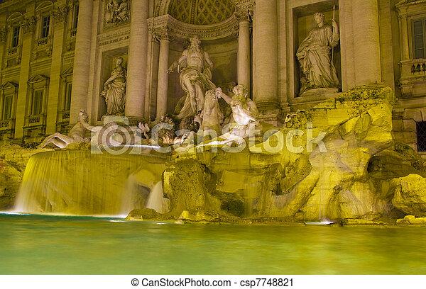 Der berühmte und romantische Trevi-Brunnen, Rom - csp7748821