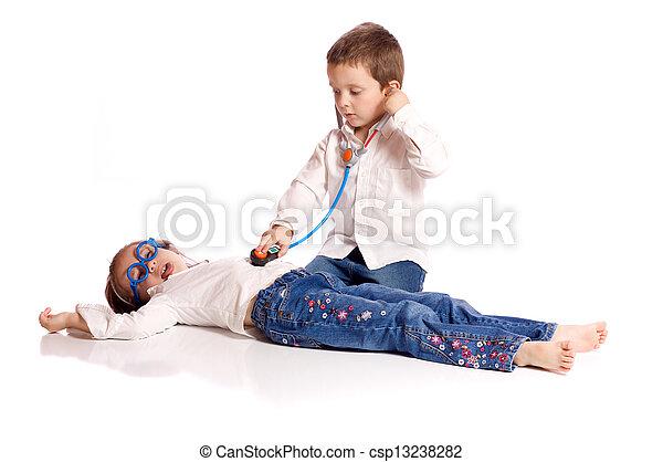 Doktorspiele. Reizend, schwester, doktor, kleiner bruder
