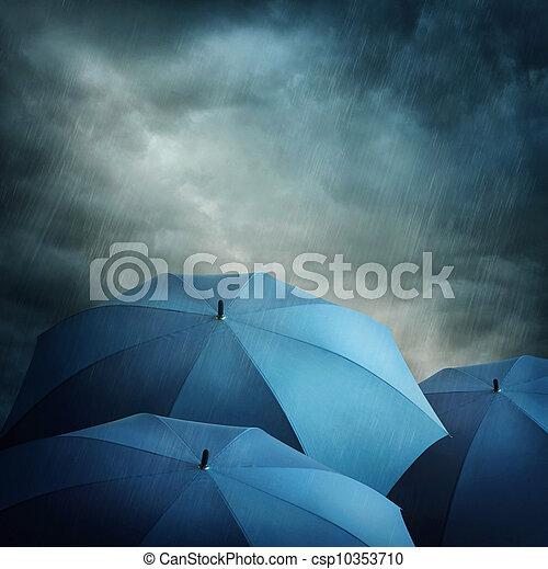 dunkle wolken, schirme - csp10353710