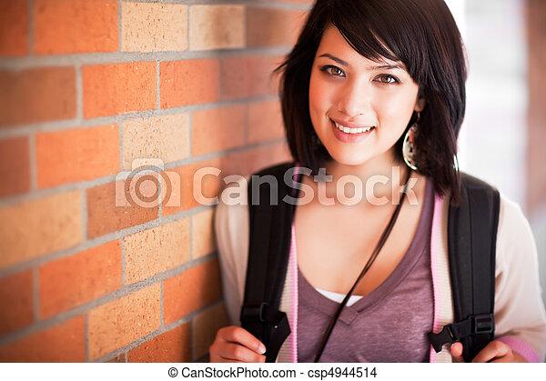 Ein gemischter Collegestudent - csp4944514
