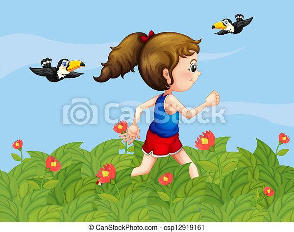 Ein Mädchen, das mit Vögeln im Garten spazieren geht - csp12919161