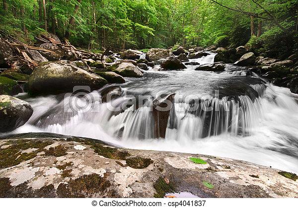 Ein rauchiger Bergwasserfall - csp4041837