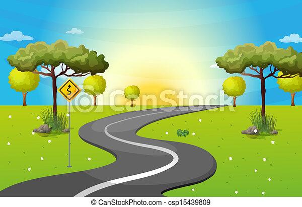 Eine lange und windende Straße im Wald. - csp15439809