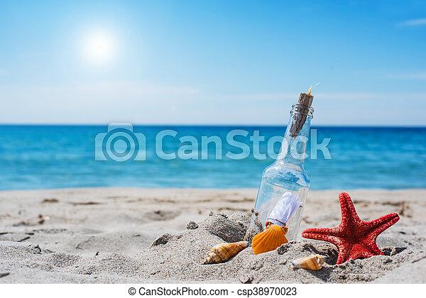 Eine Nachricht am Strand. - csp38970023