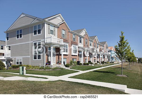 Brick Townhouses in der Vorstadtentwicklung - csp2465521