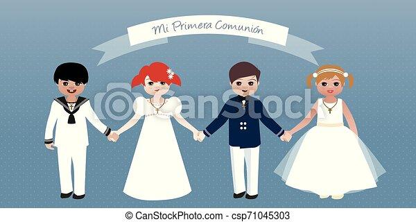 Erste Kommunion. Jungs und Mädchen, die Händchen halten - csp71045303