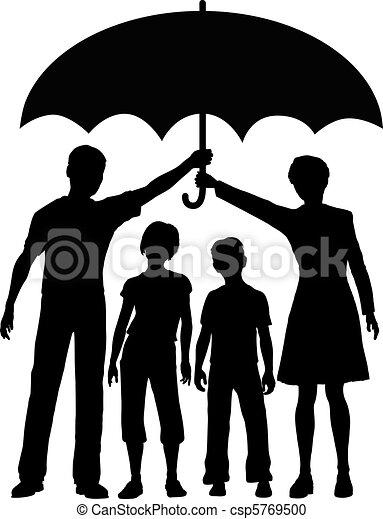 Familieneltern mit Versicherungsschutzschirm. - csp5769500