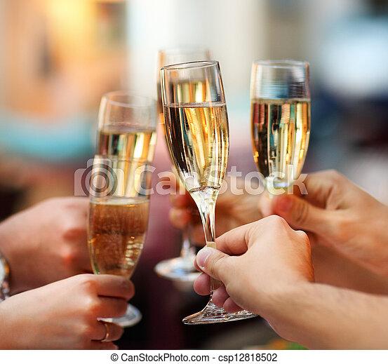 Feiern. Leute mit Champagner - csp12818502