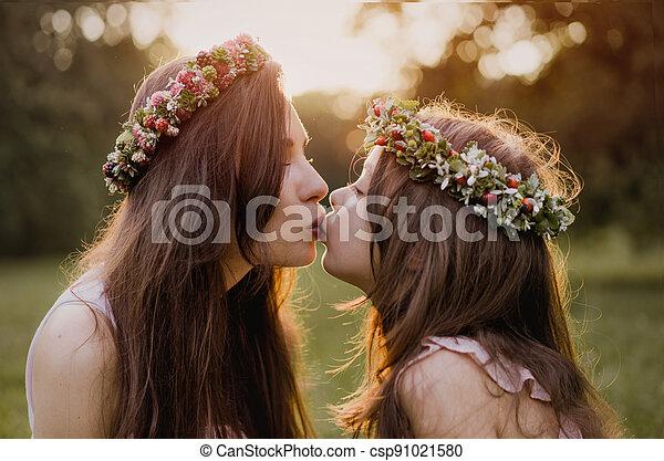 geliebt, sie, begriff, küssende , porträt, mutter, -, töchterchen, draußen - csp91021580
