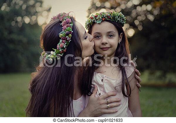 geliebt, sie, begriff, küssende , porträt, mutter, -, töchterchen, draußen - csp91021633