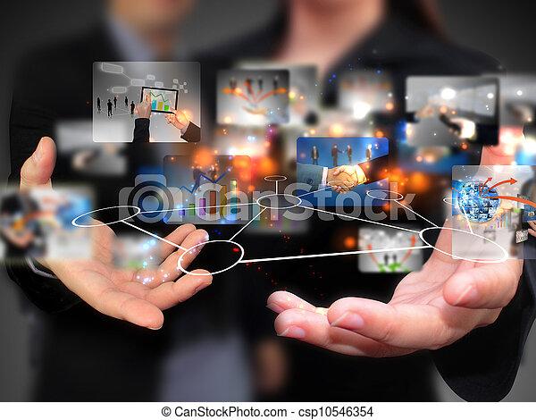 Geschäftsleute mit sozialen Medien. - csp10546354