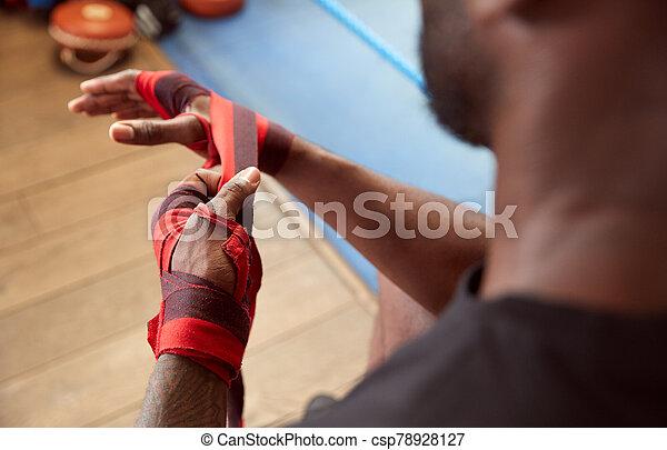 hände, boxer, mann, training, schließen, hüllen, turnhalle, setzen - csp78928127