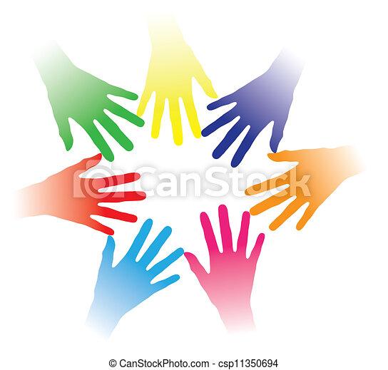 Inklusive der farbenfrohen Hände, die zusammengehalten werden, deuten auf soziale Vernetzung, Teamgeist, Menschenfreundlichkeit, Multiraciale Gruppe von Menschen, Partnerschaft, gegenseitige Hilfe, Gemeinschaft von Menschen usw. hin. - csp11350694