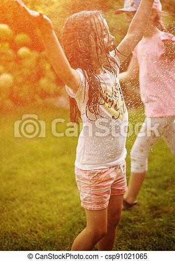 kinder, freudig, dusche, genießen, kleingarten, sommer - csp91021065