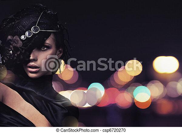 Modefrau im Hintergrund. - csp6720270