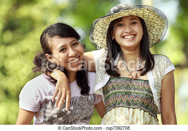 multi, draußen, lächeln, freund, ethnisch - csp7392708