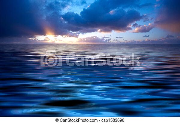 Ozean und Sonnenuntergang abbrechen - csp1583690