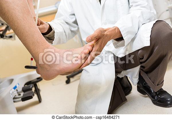Arzt Untersucht Die Freundin Eines Patienten