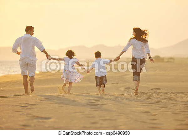 sandstrand, sonnenuntergang, familie, glücklich, spaß, haben, junger - csp6490930
