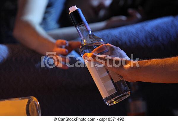 Teen Alkoholsucht Konzept. - csp10571492