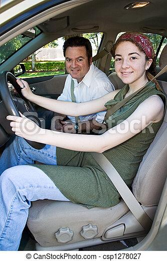 Teen-Fahrer - bereit für die Straße - csp1278027