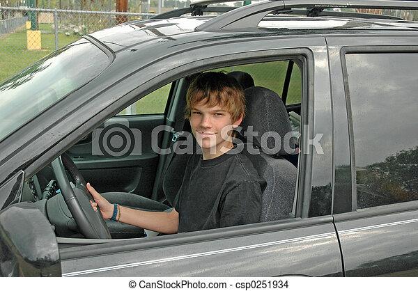 Teen SUV-Fahrer - csp0251934
