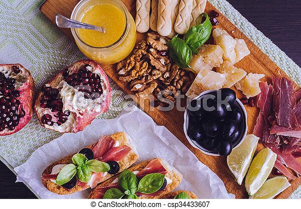 Traditionelle italienische Antipasto - csp34433607