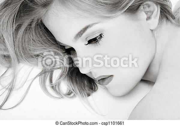 Weiblichkeit - csp1101661
