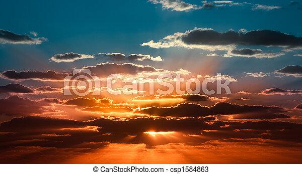 Wunderschöner Sonnenaufgang - csp1584863